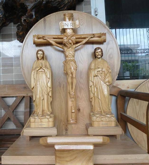Một số mẫu bàn thờ chúa treo tường đẹp - Giá rẻ