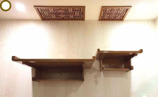 Bàn thờ treo 2 tầng có màu sắc cổ điển, phù hợp với thờ cúng trong gia đình, vô cùng tiện lợi